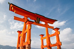 Torii im Meer - Itsukushima Schrein Lizenzfreie Stockfotos