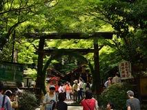 Torii port av den Nonomiya relikskrin, Arashiyama Kyoto Japan Arkivfoton