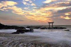 Torii port på havet Royaltyfria Foton