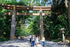 Torii port på Meiji Jingu Arkivbilder