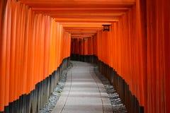 Torii portar i Kyoto, Japan Royaltyfri Bild