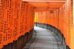 Torii portar i Kyoto, Japan Royaltyfri Foto