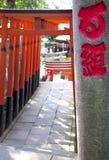 TORII-PORTAR PÅ UENO-TEMPLET, TOKYO Arkivfoto