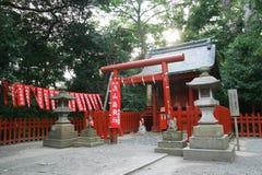 Torii und Tempel Stockfotos