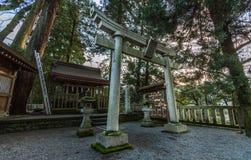 Toriipoort bij heiligdom, Japan stock fotografie