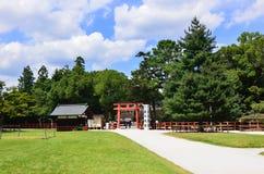 Toriipoort van Kamigamo-Heiligdom Kyoto Japan royalty-vrije stock afbeeldingen
