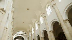 TORINO, ITÁLIA - 7 DE JULHO DE 2018: Interior de di Torino do domo da catedral de Turin, construído em 1470 É a capela do santame filme