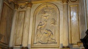 TORINO, ITÁLIA - 7 DE JULHO DE 2018: Interior de di Torino do domo da catedral de Turin, construído em 1470 É a capela do santame vídeos de arquivo
