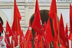 Torino, Italia: dimostrazione per le bandiere rosse e le insegne di festa del lavoro Fotografia Stock Libera da Diritti