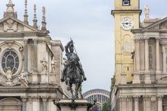 Torino, Italia - 12 giugno 2018: Quadrato di San Carlo della piazza e chiese gemellate di Santa Cristina e di San Carlo Borromeo  immagini stock