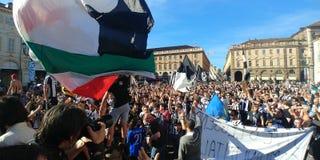 Torino, Italia 21 maggio 2017 Tifoso di Juventus che celebra vittoria di campionato Fotografia Stock Libera da Diritti