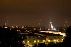 Torino, talpa Antonelliana e lampo - Torino fotografia stock libera da diritti