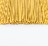 Torka gul spagettipasta royaltyfri bild