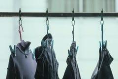 torka kläder i luften royaltyfria bilder