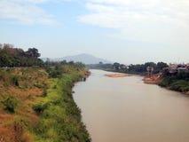 Torka vatten i den Yom floden arkivfoto
