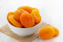 torkad aprikosbunke royaltyfri foto