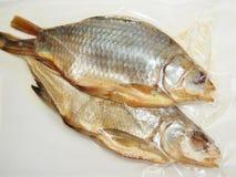 Torkad fisk i vakuumemballage Arkivbild