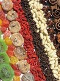 Torkad frukter, mutter och krydda arkivfoto