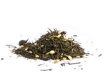 Torkad grön tea som isoleras på white Royaltyfria Bilder