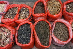 Torkad grönsak för kines i marknaden Arkivbild