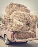 Torkad höstack på lastbilen Arkivbilder