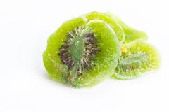 Torkad kiwi som isoleras på vit bakgrund Arkivfoto