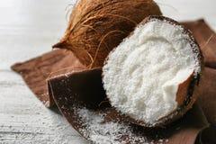 Torkad kokosnöt i mutter arkivbilder