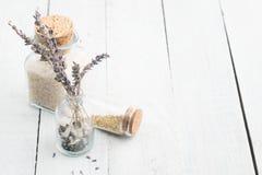 Torkad lavendel blommar med det salta havet Utrymme för text Spa och kopplar av begrepp lantligt arkivfoto
