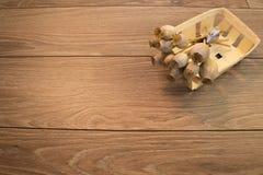 Torkad vallmo på träbakgrund Fotografering för Bildbyråer