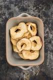 torkade äpplen royaltyfria foton
