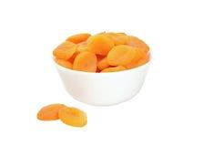 Torkade aprikosar i en bunke Royaltyfria Bilder