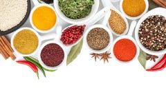 torkade aromatisk kokkonst för tillsatser olika kryddor för det naturliga valet för elementmatingredienser Arkivbild