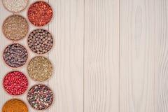 torkade aromatisk kokkonst för tillsatser olika kryddor för det naturliga valet för elementmatingredienser Royaltyfria Foton