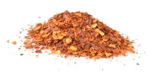 Torkade flingor för röd peppar som isoleras på vit Royaltyfria Foton