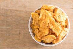 torkade frasiga chiper för ananas Arkivbilder