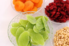 Torkade frukter och mandlar - symboler av judaic ferie Tu Bishvat Royaltyfri Foto