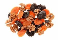 Torkade frukter och valnötter. royaltyfri bild