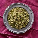 Torkade hela flygturer som används i öl som bryggar Humuluslupulus royaltyfri bild