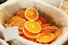 torkade orange skivor för jul garnering Arkivfoton