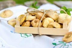 Torkade organiska fikonträd, torra fikonträd som läckerhet och näringsrik frukt fotografering för bildbyråer