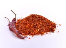 Torkade peppar för varm chili mot en vit bakgrund Arkivfoton