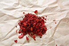 Torkade peppar på pappers- bakgrund royaltyfria bilder