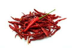 Torkade röda Chili Peppers på vit bakgrund Arkivfoton