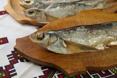Torkade sabrefish På tabellen arkivbild