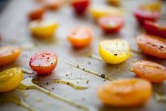 Torkade tomater för danande halva Royaltyfria Bilder