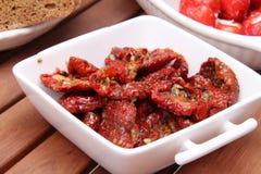 Torkade tomater, olivgrön och peppar royaltyfri fotografi