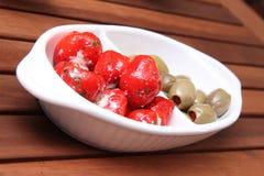 Torkade tomater, olivgrön och peppar royaltyfri bild