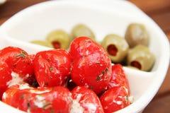 Torkade tomater, olivgrön och peppar arkivbild