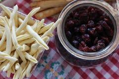 Torkade tranbär, kex, italiensk mat, italienska mellanmål, italienska kex Royaltyfria Foton