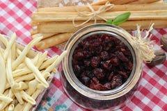 Torkade tranbär, kex, italiensk mat, italienska mellanmål, italienska kex Royaltyfri Foto